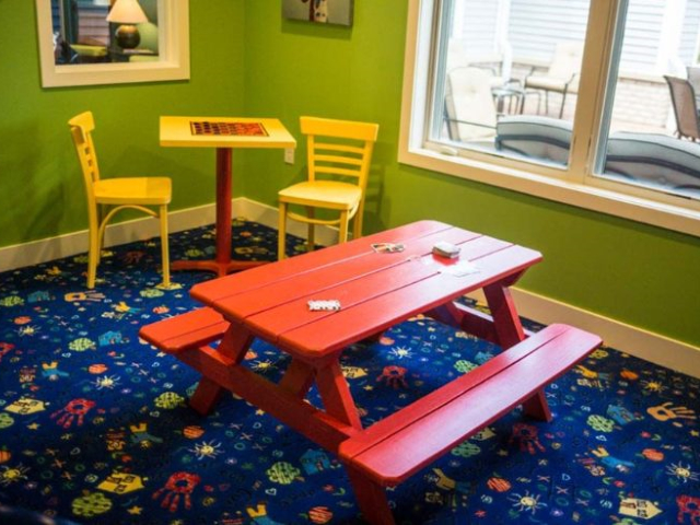 Kids-playroom_640x480